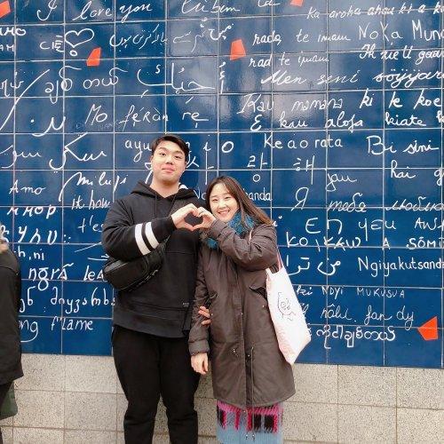 """Парижская стенка, на которой фраза """"я тебя люблю"""" написана на 311 языках (5 фото)"""