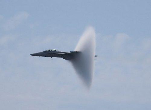 Сингулярность Прандтля-Глоерта: умопомрачительный воротничок на реактивном самолете (24 фото)