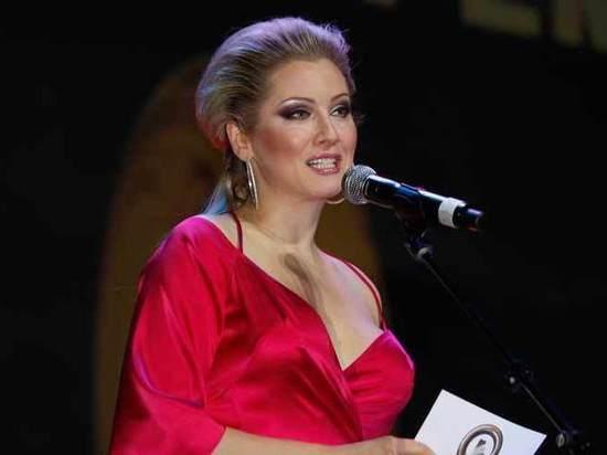 Елена Ленина отсудила 30 тыщ рублей за свои эротические фото