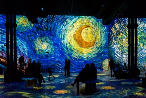 Неповторимая аудиовизуальная выставка, позволяющая ощутить себя снутри картин Ван Гога (23 фото)