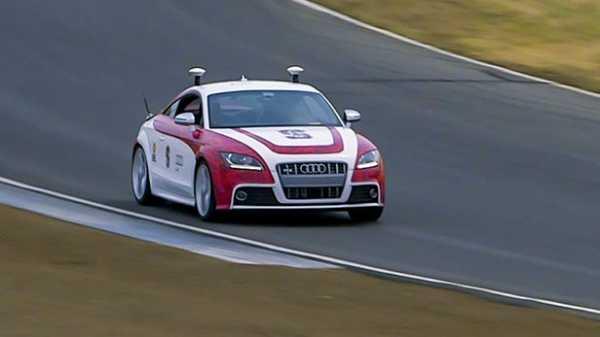 Беспилотные автомобили научились входить в сложные повороты на скорости и тормозить на льду