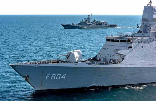 Флот НАТО подбирается к Азовскому морю