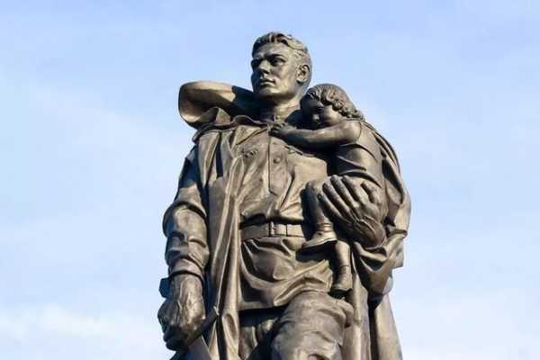 Стреляя в деда — о манкуртах из «Циолковского» и «Тотенбурга»