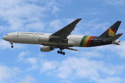 Boeing 767приземлился сгорящим двигателем