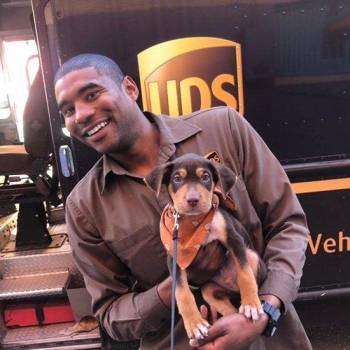 Водитель курьерской службы UPS просто обожает свою работу, и эти фотографии наглядно показывают — почему (26 фото)