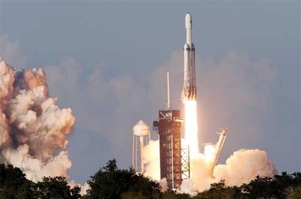 Ракета Falcon Heavy вывела на орбиту спутник Arabsat-6A. Это ее первый коммерческий запуск