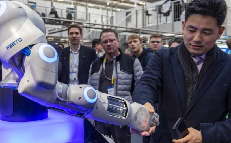 Руководители IT-компаний увидели в ИИ опасность «разучиться думать»
