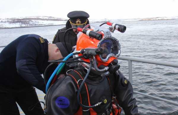 Водолазы Северного флота отработали погружение вусловиях низких температур