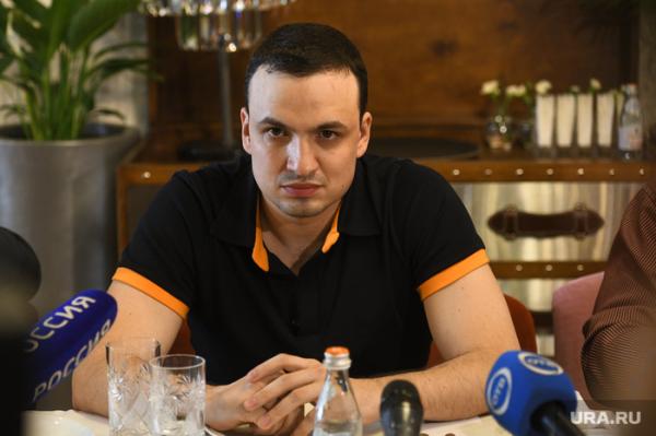 Уральский депутат стал жертвой вымогателей после скандала со стрельбой из автомата (раньше по другому рассказывал)