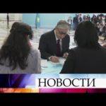 В Казахстане на досрочных выборах президента проголосовали уже более половины избирателей.