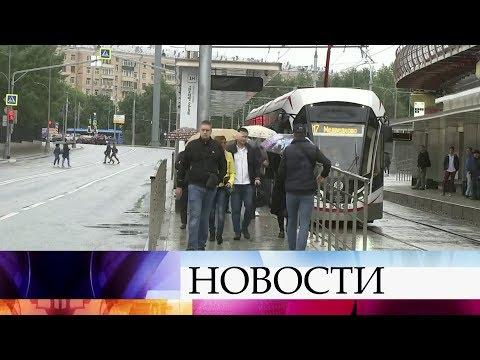 МЧС распространило экстренное предупреждение о ливне, грозе и сильном ветре в Москве.
