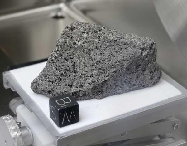 НАСА откроет доступ к лунным камням, собранным миссиями «Аполлон»