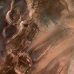 Зонд Curiosity нашел глину на Марсе. Это может стать прорывом в изучении Красной планеты