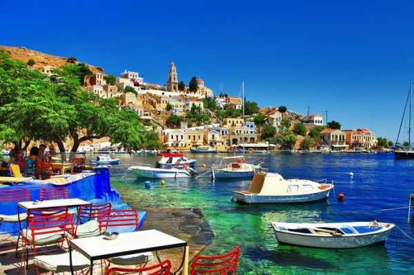 Украинских туристов выселили из отеля в Греции за флаги УПА*