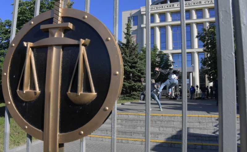 Путин повысил зарплаты российским судьям