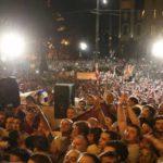Протестующие в Грузии начали штурмовать здание парламента