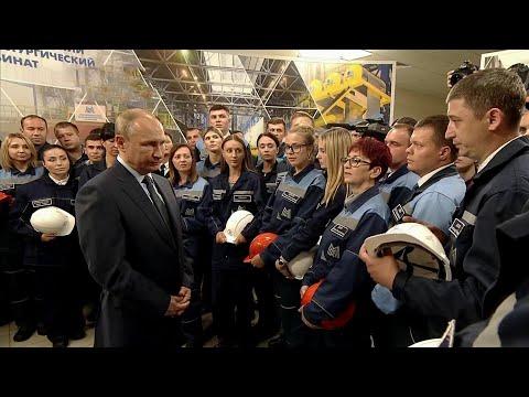 В Челябинской области Владимир Путин отвечал на вопросы работников знаменитой Магнитки.