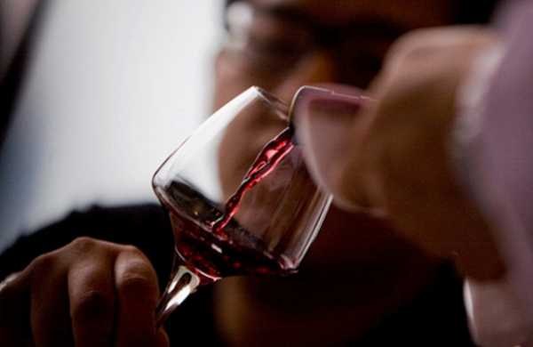 Дедушка вшутку напоил новорожденного внука алкоголем ипогубил его