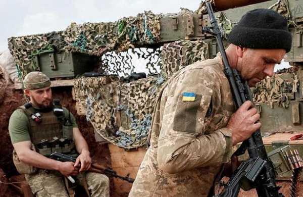 Пьяные военные ВСУизбили своего командира из-запремии, сообщили вЛНР