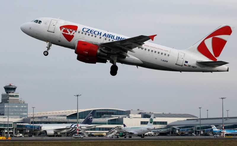 Чехия согласилась не прерывать авиасообщение с Россией до конца лета