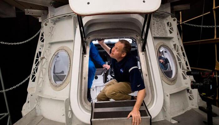 SpaceX планирует доставлять на орбиту туристов