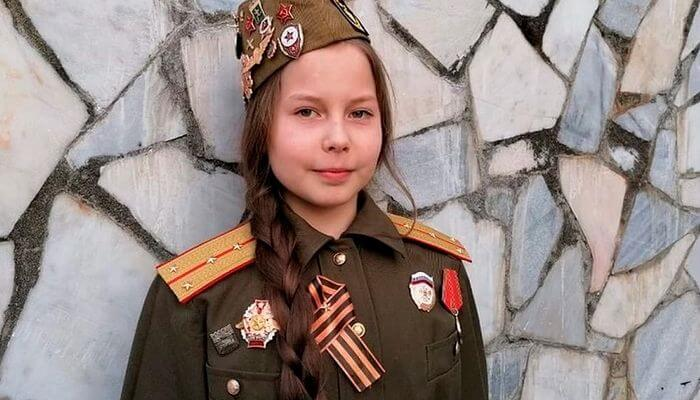Екатеринбургская школьница час простояла на гвоздях